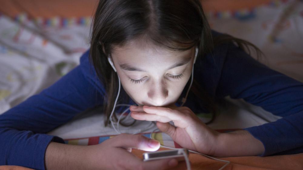 kids-on-phone.jpg