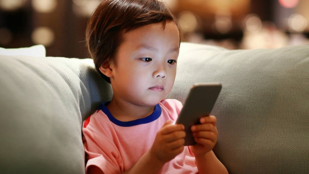 little-boy-looking-at-phone-on-couch-1024x576-1515610949.jpg